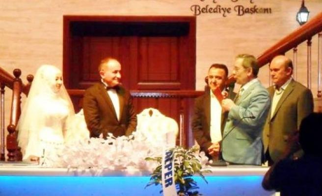 Bir hafta da iki düğün